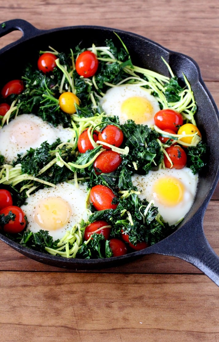 Healthy Baked Eggs With Kale and Tomatoes