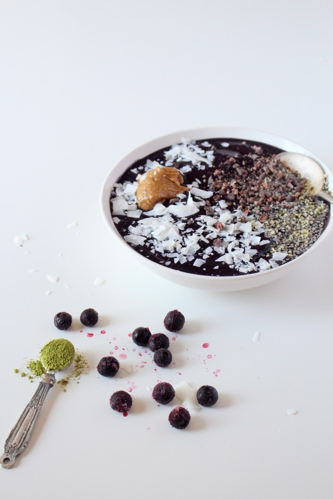 Blueberry Coconut Matcha Smoothie Bowl